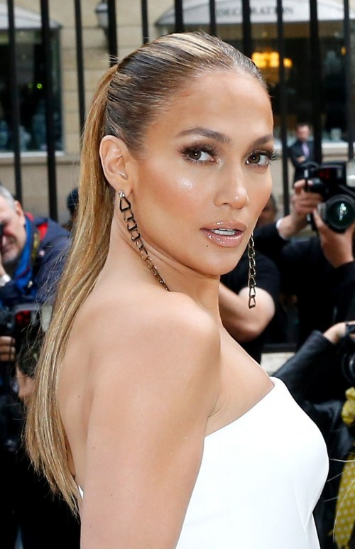 beauty-2014-07-jennifer-lopez-glowy-makeup-main